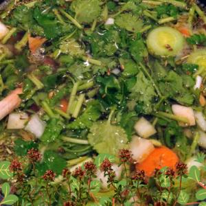 Vegane Gemüsesuppe kochen ist leicht